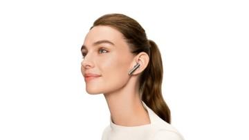Huawei FreeBuds 4 lifestyle image