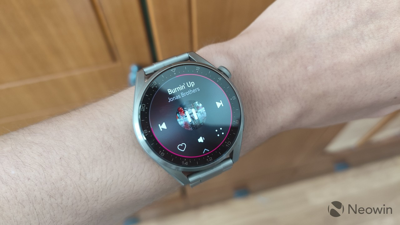 Huawei Music app playing a song on the Huawei Watch 3 Pro