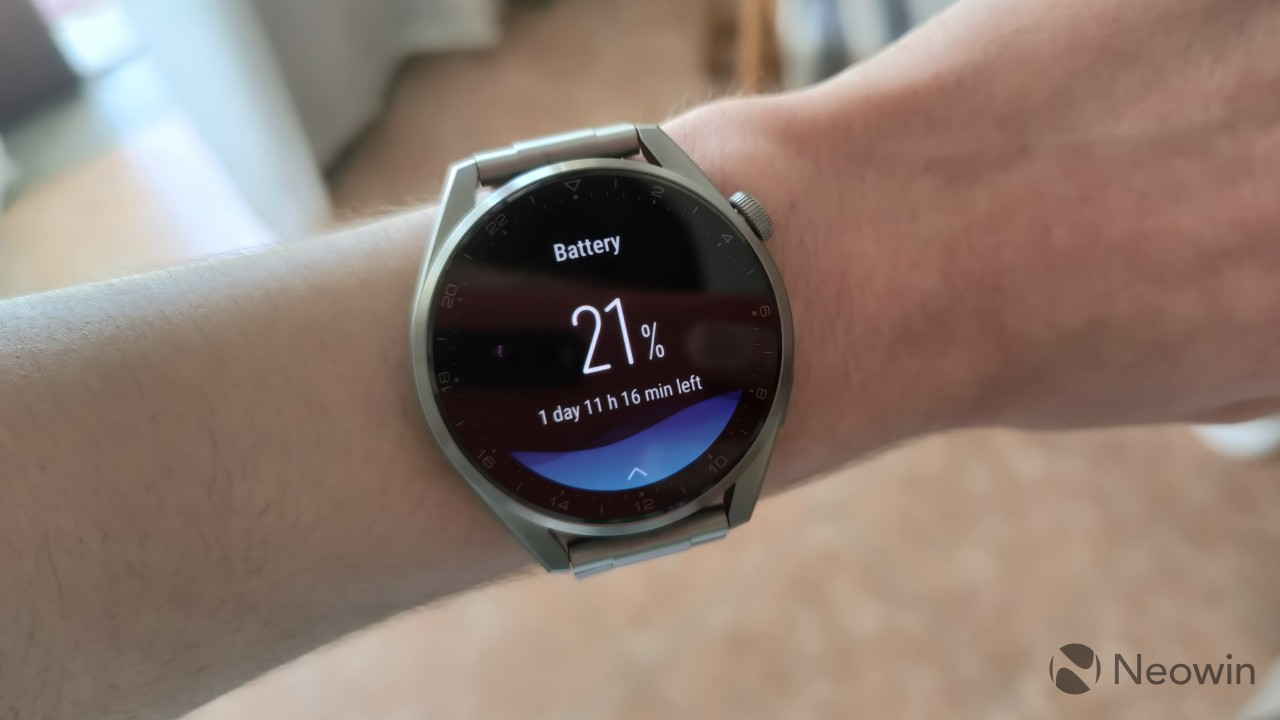 Battery information screen on the Huawei Watch 3 Pro indicating 21 battery left
