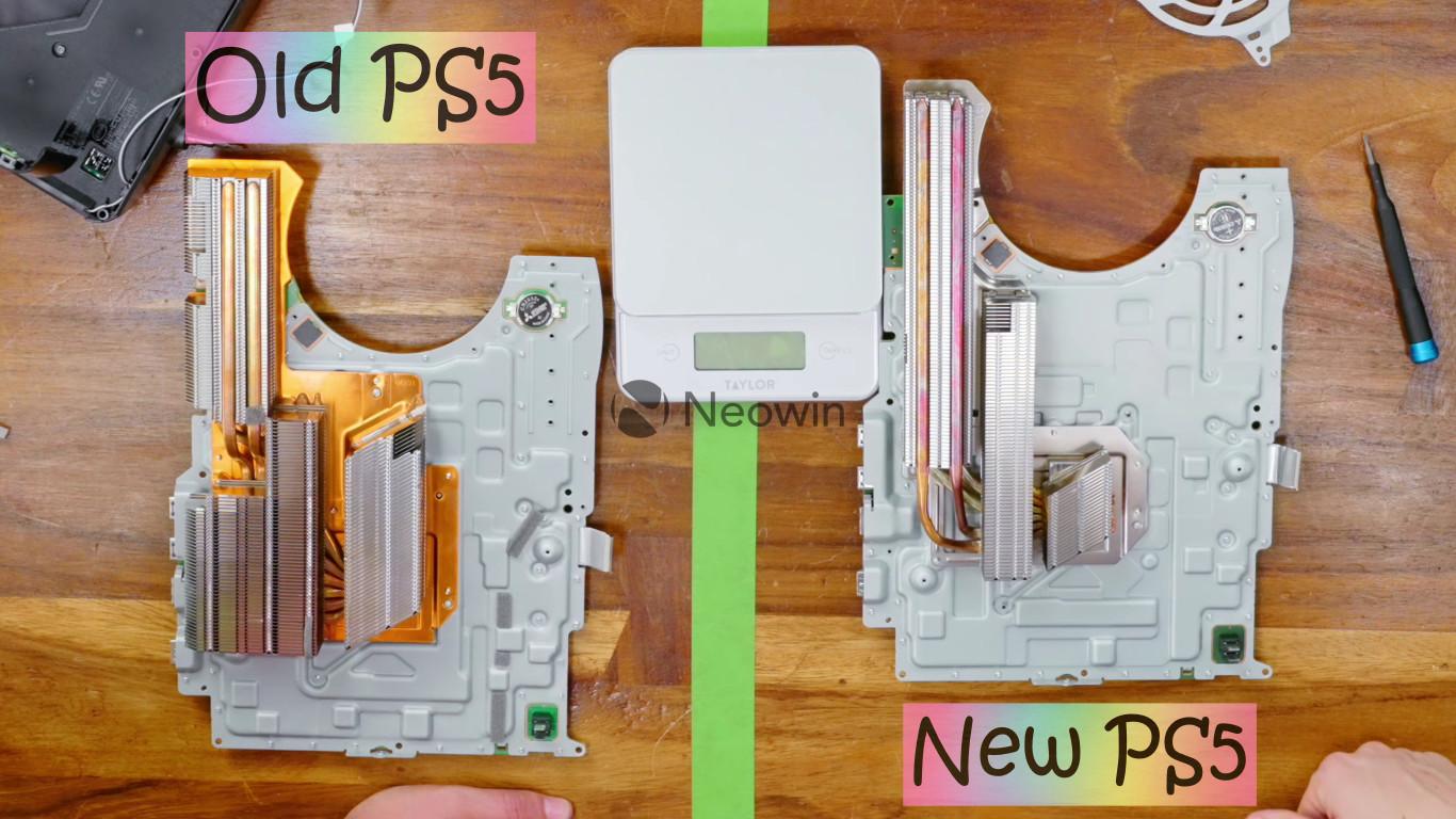 Confronto dissipatore di calore di nuova e vecchia PS5