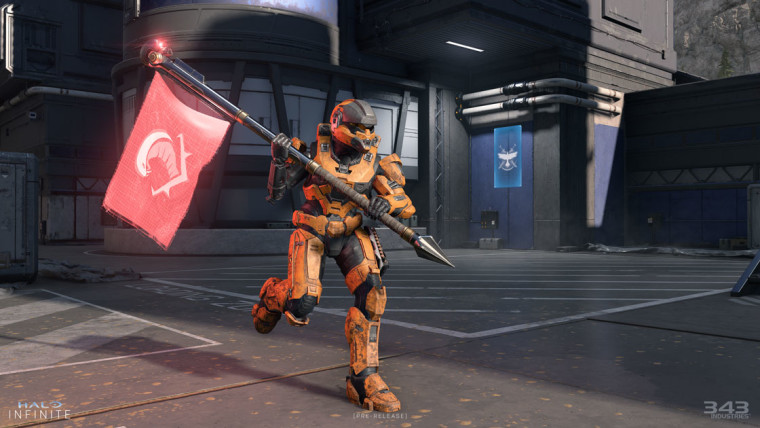 Halo Infinite multiplayer Spartan holding a flag