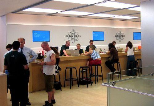 http://www.neowin.net/images/uploaded/800px-Apple_Genius_Bar_Regentstreet_Londonmay15.jpg