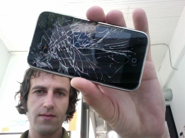 http://www.neowin.net/images/uploaded/iphone-shattered-screen_story.jpg