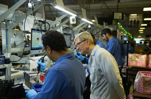 Tim Cook shows that Apple needs Windows to build a Mac Pro